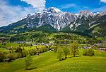 Oesterreich, Salzburger Land, Pinzgau, Dorf Leogang im Leoganger Tal vor den Leoganger Steinbergen mit dem Birnhorn (2.634 m) | Austria, Salzburger Land, Pinzgau, village Leogang at Leoganger Valley with Leoganger Steinberge mountains, summit Birnhorn (2.634 m)