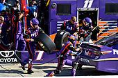 2017 Monster Energy NASCAR Cup Series<br /> STP 500<br /> Martinsville Speedway, Martinsville, VA USA<br /> Sunday 2 April 2017<br /> Denny Hamlin, FedEx Express Toyota Camry pit stop<br /> World Copyright: Scott R LePage/LAT Images<br /> ref: Digital Image lepage-170402-mv-5295