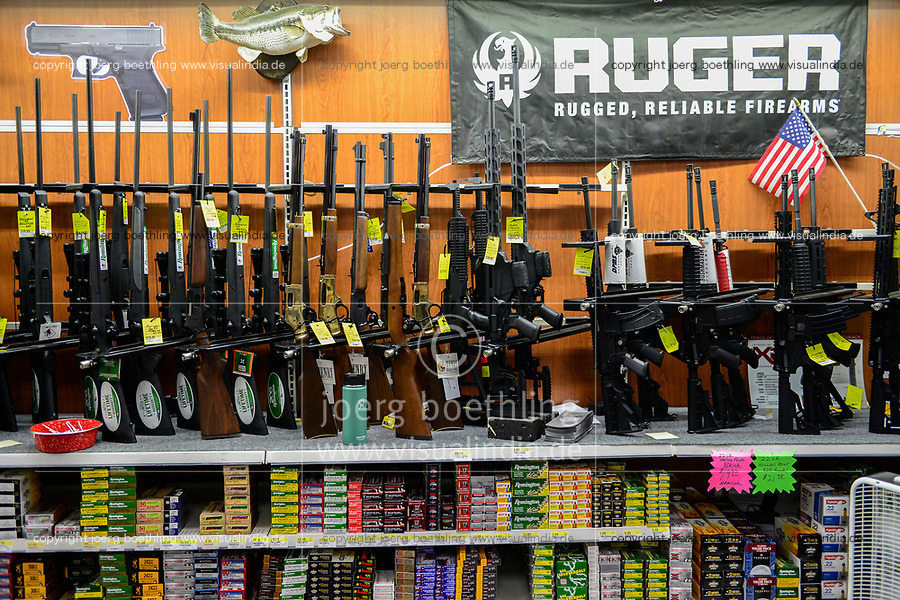 USA, Virginia, Front Royal, weapon department in super market rural king
