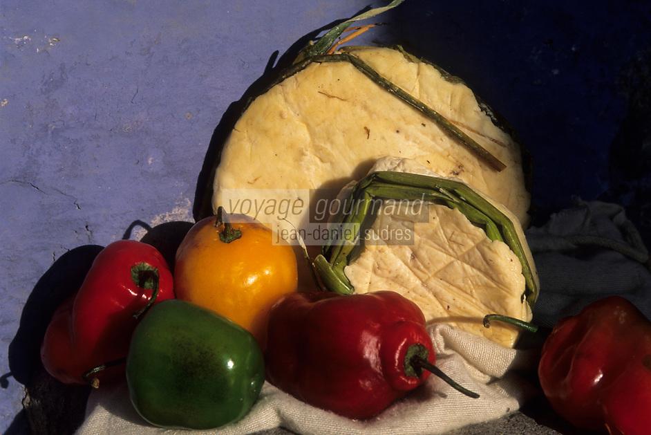 """Amérique/Amérique du Sud/Pérou/Arequipa : Fromage de montagne """"Queso Serrano"""" et poivrons"""