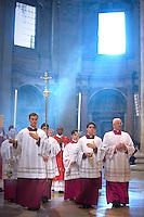 Procession celebrates mass in Saint Peter's Basilica..Vatican 27/04/2009.. December. 25, 2007.. .