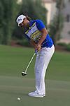 Dubai World Championship Golf. Earth Course,.Jumeirah Golf Estate, Dubai, U.A.E...Johan Edfors lines up his ball on the 18th during the second round of the Dubai World Golf championship..Photo: Fran Caffrey/www.golffile.ie...