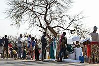 ETHIOPIA, Tigray, Shire, eritrean refugee camp May-Ayni managed by ARRA and UNHCR, food supplies by WFP / AETHIOPIEN, Tigray, Shire, Fluechtlingslager May-Ayni fuer eritreische Fluechtlinge, Menschen mit Nahrungsmittel Rationen des WFP an der Strasse, die Rationen werden teilweise auf dem Schwarzmarkt verkauft