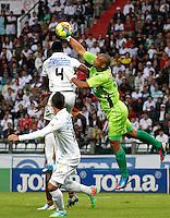 MANIZALES - COLOMBIA -23-02-2014: Hanyer Mosquera (Izq.) jugador de Once Caldas, disputa el balón Luis Estacio (Izq.) jugador de Deportes Tolima durante  partido de la fecha séptima por la Liga de Postobon I 2014 en el estadio Palogrande en la ciudad de Manizales. /  Hanyer Mosquera (L) of Once Caldas, figths the ball with Luis Estacio (R), of Deportes Tolima during a match for seventh date of the Liga de Postobon I 2014 at the Palogrande stadium in Manizales city. Photo: VizzorImage  / Santiago Osorio / Str.