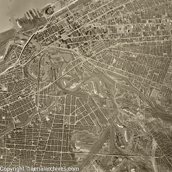 historical aerial photo map of Cleveland, Cuyahoga County, Ohio, 1952