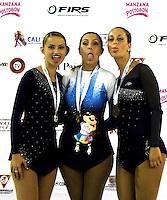 CALI - COLOMBIA - 18 - 09 - 2015: Anabella Mendoz, (Cent.) deportista de Argentina, medalla de oro, Cristna Berti (Izq.) deportista de Italia, Medalla de Plata y Giada Cavataio (Der.) deportista de Italia, Medalla de Bronce, durante la prueba de Figuras Obligatorias Mayores Damas, en el LX Campeonato Mundial de Patinaje Artistico, en el Velodromo Alcides Nieto Patiño de la ciudad de Cali. / Anabella Mendoz (C), sportwoman of Argentina, gold medal, Cristna Berti (L) sprtwoman of Italy, Silver Medal and Giada Cavataio (R) sportwoman of Italy, Bronze, during the Compulsory Figures test Senior Ladies, in the LX World Championships  Figure Skating, at the Alcides Nieto Patiño Velodrome in Cali City. Photo: VizzorImage / Luis Ramirez / Staff.