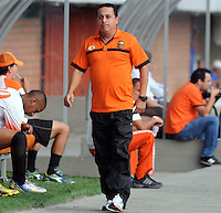 MEDELLIN -COLOMBIA-15-01-2014. Juan Carlos Sanchez  director tecnico del Envigado FC. Partido amistoso de preparacion para  el campeonato de la Liga Postobon I entre los equipos Envigado e Independiente Medellin. Juan Carlos Sanchez coach of Envigado FC , Friendly Match preparation for the League championship between Postobon I Independiente Medellin and Envigado teams Photo : VizzorImage / Luis Rios / Stringer