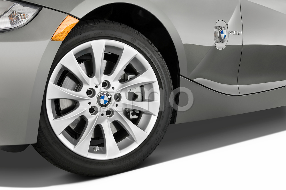 Tire and wheel close up detail view of a 2008 BMW Z4 Roadster