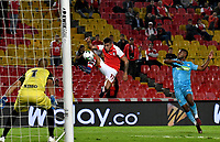 BOGOTÁ-COLOMBIA, 04-04-2019: Juan Daniel Roa de Independiente Santa Fe, disputa el balón con José Huber Esbobar y Jhon García de Jaguares F.C., durante partido de la fecha 13 entre Independiente Santa Fe y Jaguares F.C., por la Liga Águila I 2019, en el estadio Nemesio Camacho El Campin de la ciudad de Bogotá. / Juan Daniel Roa of Independiente Santa Fe struggles for the ball with Jose Huber Esbobar and Jhon Garcia of Jaguares F.C., during a match of the 13th date between Independiente Santa Fe and Jaguares F.C., for the Aguila Leguaje I 2019 at the Nemesio Camacho El Campin Stadium in Bogota city, Photo: VizzorImage / Luis Ramírez / Staff.