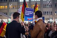 """AfD protestiert in Berlin gegen die Fluechtlingspolitik der Bundesregierung.<br /> Am Samstag den 31. Oktober 2015 versammelten sich ca. 250 Anhaenger der Rechts-Partei Alternative fuer Deutschland (AfD) zu einer Kundgebung gegen die Fluechtlings- und Asylpolitik der Bundesregierung. Dabei wurde die Bundeskanzlerin Angela Merkel mehrfach scharf angegriffen. Die Berichterstattung ueber Fluechtlinge in den Medien wurde mit lautstarken Rufen """"Luegenpresse"""" beschimpft.<br /> Der brandenburgische Landesvorsitzende Gauland forderte eine Fluechtlingspolitik wie in Japan, wo angeblich nur 20 Fluechtlinge pro Jahr aufgenommen werden.<br /> Etwa 350 Menschen protestierten gegen die Veranstaltung der Rechten und blockierten kurzzeitig deren Marschroute. Die Polizei ordnete daraufhin eine verkuerzte Route an und raeumte dafuer der AfD den Weg frei.<br /> Links im Bild: Marcus Pretzell, AfD-Landesvorsitzender aus Nordrhein-Westfalen redet zu den AfD-Anhaengern.<br /> 31.10.2015, Berlin<br /> Copyright: Christian-Ditsch.de<br /> [Inhaltsveraendernde Manipulation des Fotos nur nach ausdruecklicher Genehmigung des Fotografen. Vereinbarungen ueber Abtretung von Persoenlichkeitsrechten/Model Release der abgebildeten Person/Personen liegen nicht vor. NO MODEL RELEASE! Nur fuer Redaktionelle Zwecke. Don't publish without copyright Christian-Ditsch.de, Veroeffentlichung nur mit Fotografennennung, sowie gegen Honorar, MwSt. und Beleg. Konto: I N G - D i B a, IBAN DE58500105175400192269, BIC INGDDEFFXXX, Kontakt: post@christian-ditsch.de<br /> Bei der Bearbeitung der Dateiinformationen darf die Urheberkennzeichnung in den EXIF- und  IPTC-Daten nicht entfernt werden, diese sind in digitalen Medien nach §95c UrhG rechtlich geschuetzt. Der Urhebervermerk wird gemaess §13 UrhG verlangt.]"""