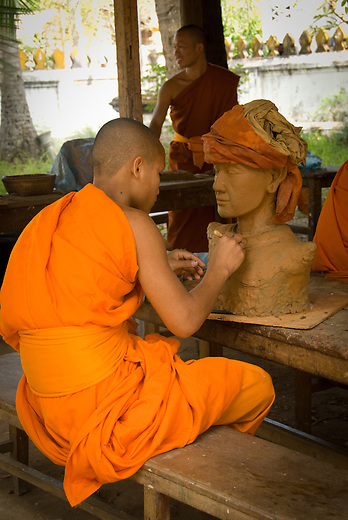 In Luang Prabang there is a school for young novice monks who are particularly gifted in arts. This young monk is thrilled to be part of this school and to learn how to improve his skills.