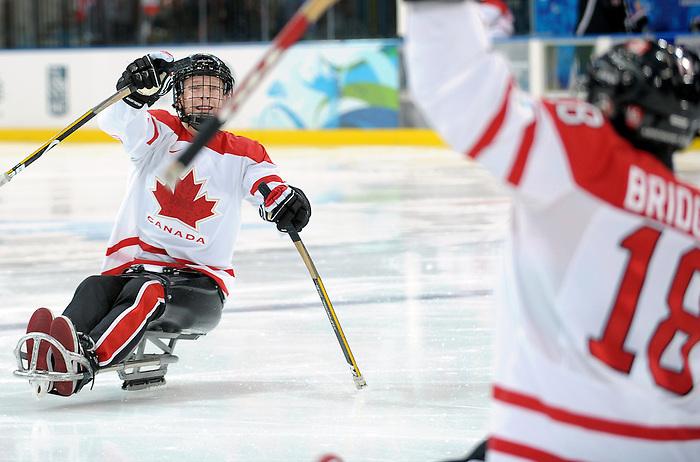 Adam Dixon and Billy Bridges, Vancouver 2010 - Para Ice Hockey // Para-hockey sure glace.<br /> Team Canada plays in Para Ice Hockey action // Équipe Canada jouer dans un match de para-hockey sur glace. 16/03/2010.