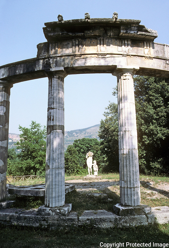 Italy: Tivoli--Hadrian's Villa. Small Temple of Venus. Modeled upon a Greek circular Temple of Cnidos. Photo '83.