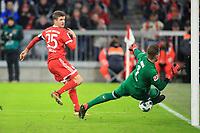 13.12.2017,  Football 1.Liga 2017/2018, 14. match day, FC Bayern Muenchen - 1.FC Koeln, in Allianz-Arena Muenchen.   v.li: Thomas Mueller (FC Bayern Muenchen) - goalkeeper Timo Horn (Koeln). *** Local Caption *** © pixathlon<br /> <br /> +++ NED + SUI out !!! +++<br /> Contact: +49-40-22 63 02 60 , info@pixathlon.de