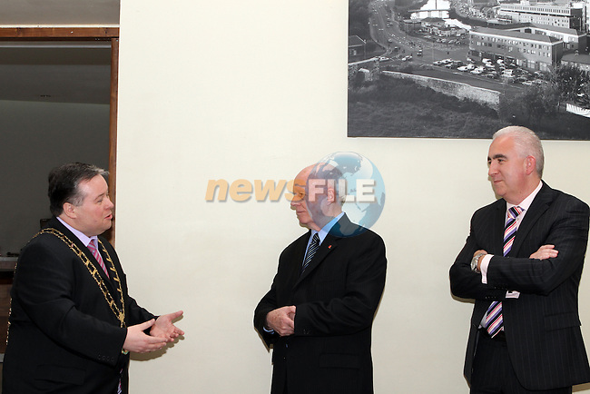 Mayor Paul Bell and Padraic Kierans with Canadian Ambassador to Ireland, Loyola Hearn in the d Hotel on his visit to Drogheda....Photo NEWSFILE/Jenny Matthews.