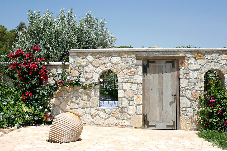 Just 2 hours from Athens is one of the summer centers of Argolida prefecture and probably one of the most popular resorts of the Peloponnesus region, Porto Heli. Spaciousness and comfort, luxury with style, a home that meets the needs of the owners who often entertain their friends.