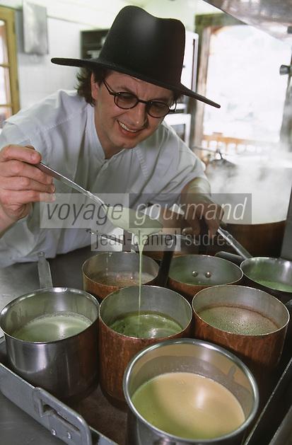 """Europe/France/Rhône-Alpes/74/Haute-Savoie/Mégève: Marc Veyrat et ses sauces et infusions de plantes dans les cuisines du restaurant """"La Ferme de mon Père"""" [Non destiné à un usage publicitaire - Not intended for an advertising use]<br /> <br /> PHOTO D'ARCHIVES // ARCHIVAL IMAGES<br /> FRANCE 2000"""