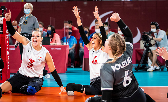 Danielle Ellis and Jennifer Oakes, Tokyo 2020 - Sitting Volleyball // Volleyball Assis.<br /> Canada takes on Japan in sitting volleyball // Le Canada affronte le Japon en volleyball assis. 09/01/2021.