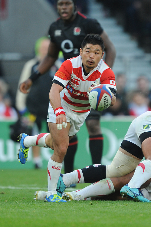 Fumiaki Tanaka of Japan passes during the Quilter International match between England and Japan at Twickenham Stadium on Saturday 17th November 2018 (Photo by Rob Munro/Stewart Communications)