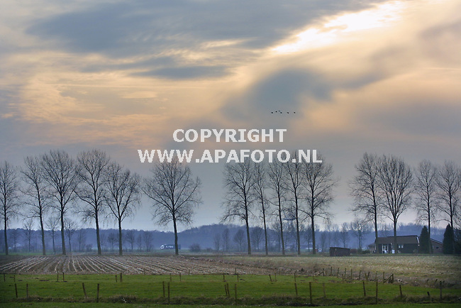 Een boerderij aan de koningstraat in Winssen. In het gebied <br /> Geertjeshof waar een zandwinproject loopt.<br /> Foto: Sjef Prins / APA Foto