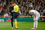 Paris Saint-Germain's Neymar Jr have words with the Italian referee Gianluca Rocchi in presence of Real Madrid's Nacho Fernandez injured during Champions League Round of 16 1st leg match. February 14,2018. (ALTERPHOTOS/Acero)