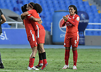 CALI - COLOMBIA, 07-12-2020: Jugadoras del América celebran después del partido por la semifinal vuelta como parte de la Liga Femenina BetPlay DIMAYOR 2020 entre América Cali y Millonarios Petrolera jugado en el estadio Pascual Guerrero de la ciudad de Cali. / Players of América celebrate after second leg semifinal match as part of Women's BetPlay DIMAYOR 2020 League between America de Cali and Millonarios F.C. played at Pascual Guerrero stadium in Cali. Photo: VizzorImage / Gabriel Aponte / Staff