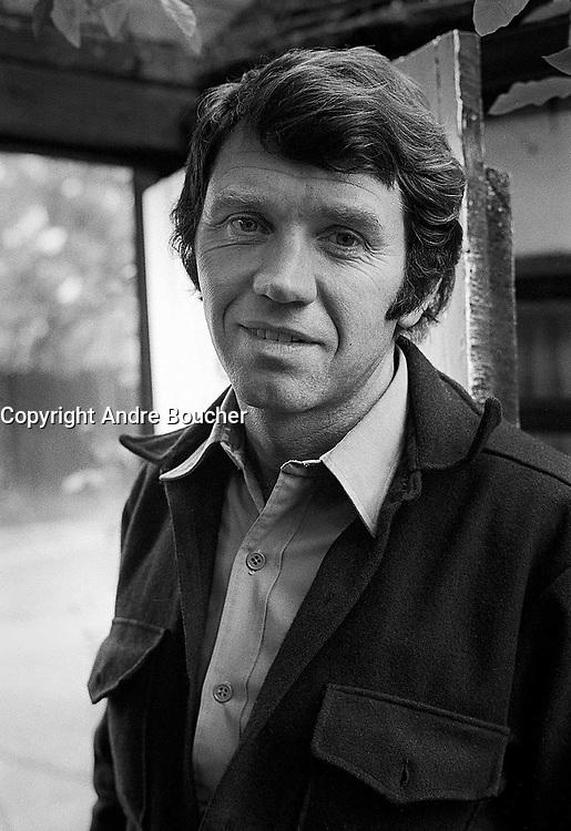 FILE PHOTO -  le photographe de Guerre Donald McCullin chez lui en Irlande<br /> <br /> PHOTO :  Andre Boucher - Agence quebec Presse<br /> <br /> HI RES Sur demande - aucune restriction
