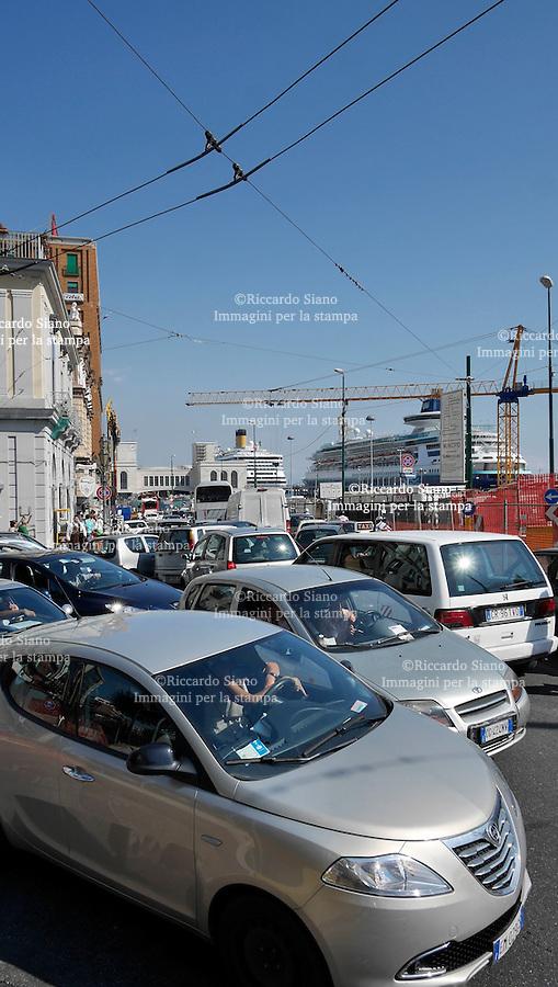 - NAPOLI 9 SET 2014  -    traffico piazza municipio