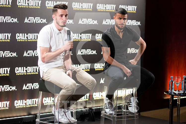 """Atletico de Madrid's Saul Ñiguez and FC Barcelona's Rafinha Alcantara during the presentation of the video game """"Call of Duty. Infinite Warfare"""" in Madrid, Spain. December 15, 2016. (ALTERPHOTOS/BorjaB.Hojas)"""