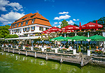 Deutschland, Bayern, Oberbayern, Berg am Starnberger See: Schlosscafe mit Biergarten direkt am See | Germany, Bavaria, Upper Bavaria, Lake Starnberg, Berg: cafe, beer garden