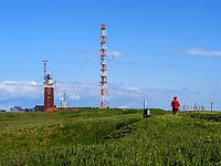 Leuchtturm und Funkturm auf dem Oberland, Insel Helgoland, Schleswig-Holstein, Deutschland, Europa<br /> lighthouse and radio tower, Oberland, with village, Helgoland island, district Pinneberg, Schleswig-Holstein, Germany, Europe