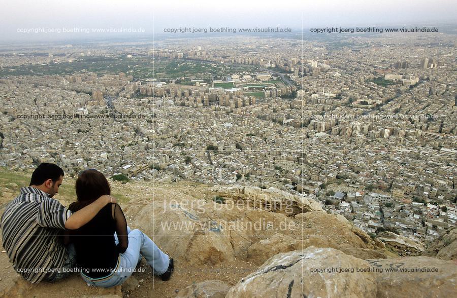 SYRIA, Damascus, young couple on mountain Dschabal Qasyun / SYRIEN Damaskus, junges Paar auf dem Berg Dschabal Qasyun