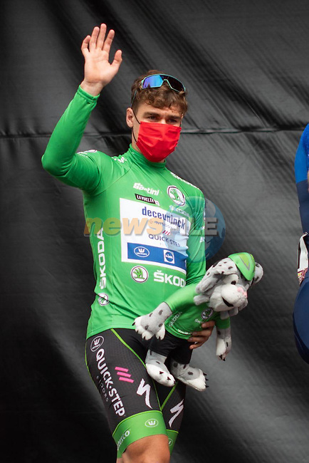 Green Jersey Fabio Jakobsen (NED) Deceuninck-Quick-Step at sign on before Stage 19 of La Vuelta d'Espana 2021, running 191.2km from Tapia de Casariego to Monforte de Lemos, Spain. 3rd September 2021.    <br /> Picture: Cxcling | Cyclefile<br /> <br /> All photos usage must carry mandatory copyright credit (© Cyclefile | Cxcling)