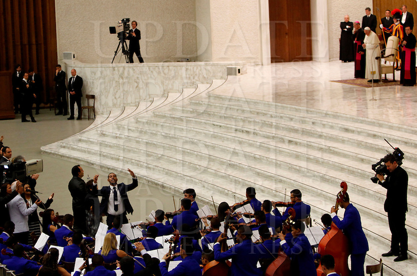 Papa Francesco riceve in udienza i membri della Catholic Fraternity of Charismatic Covenant Communities and Fellowships, nell'Aula Paolo VI, Citta' del Vaticano, 31 ottobre 2014.<br /> Pope Francis attends an audience with members of the Catholic Fraternity of Charismatic Covenant Communities and Fellowships, in the Paul VI hall at the Vatican, 31 October 2014.<br /> UPDATE IMAGES PRESS/Isabella Bonotto<br /> <br /> STRICTLY ONLY FOR EDITORIAL USE