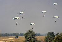- brigata aerotrasportata Folgore, 185° rgt. paracadutisti  RAO (ricognizione ed acquisizione obiettivi) <br /> <br /> - airborne brigade Folgore,185th rgt. parachutists RAO (target reconnaissance, and acquisition)