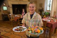 Europe/France/Aquitaine/40/Landes/ Lencouacq:  Violette Valés - agricultrice et restauratrice   dans sa ferme Auberge du Jardin de Violette