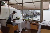 Europe/France/Provence-Alpes-Côte d'Azur/13/Bouches-du-Rhône/Marseille:  Restaurant : Le Petit Nice  le personnel dresse la salle [Non destiné à un usage publicitaire - Not intended for an advertising use]