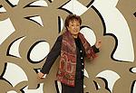 Roma, 1993, Carla Accardi nella sua casa mostra una sua opera; Rome, 1993, Carla Accardi in her house shows one of her work