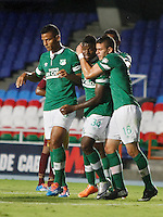 CALI - COLOMBIA -10-04-2014: Los jugadores de Deportivo Cali celebran el gol anotado a Deportes Tolima durante  partido Deportivo Cali y Deportes Tolima por la fecha 16 por la Liga Postobon I 2014 en el estadio Pascual Guerrero de la ciudad de Cali. / The players of Deportivo Cali celebrate a scored goal to Deportes Tolima during a match between Deportivo Cali and Deportes Tolima for the date 16th of the Liga Postobon I 2014 at the Pascual Guerrero stadium in Cali city. Photo: VizzorImage / Juan C Quintero / Str.