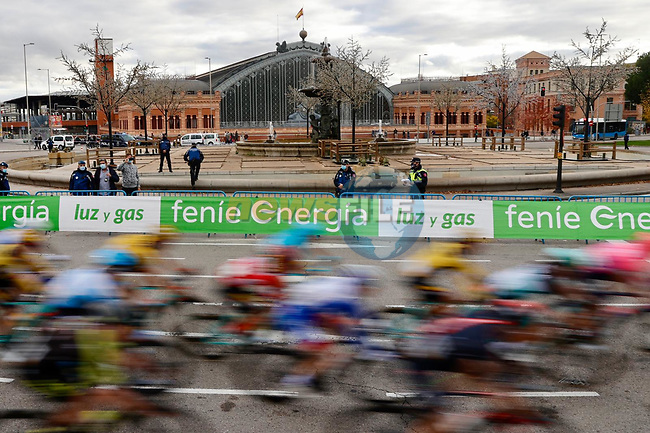 The race enters Madrid during Stage 18 of the Vuelta Espana 2020, running 139.6km from Hipódromo de La Zarzuela to Madrid, Spain. 8th November 2020.  <br /> Picture: Unipublic/Charly Lopez   Cyclefile<br /> <br /> All photos usage must carry mandatory copyright credit (© Cyclefile   Unipublic/Charly Lopez)