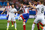 Atletico de Madrid's Diego Godin (L) and Real Madrid´s Toni Kroos during quarterfinal first leg Champions League soccer match at Vicente Calderon stadium in Madrid, Spain. April 14, 2015. (ALTERPHOTOS/Victor Blanco)