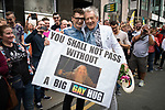 "© Joel Goodman - 07973 332324 . 29/08/2015 . Manchester , UK . The actor , SIR IAN MCKELLEN , poses with a fan with a "" YOU SHALL NOT PASS WITHOUT A BIG GAY HUG "" banner , as he leads the 2015 Manchester Pride parade . Photo credit : Joel Goodman"