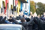 Fans am Alsenweg beim Spiel in der 3. Liga, 1. FC Kaiserslautern - SV Waldhof Mannheim.<br /> <br /> Foto © PIX-Sportfotos *** Foto ist honorarpflichtig! *** Auf Anfrage in hoeherer Qualitaet/Aufloesung. Belegexemplar erbeten. Veroeffentlichung ausschliesslich fuer journalistisch-publizistische Zwecke. For editorial use only. DFL regulations prohibit any use of photographs as image sequences and/or quasi-video.