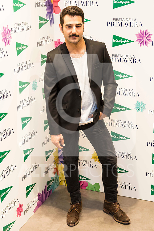 Antonio Velazquez attends to the photocell of the Spring of El Corte Ingles in Madrid. March 21, 2017. (ALTERPHOTOS/Borja B.Hojas)