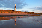 Great Britain, England, East Riding of Yorkshire, Spurn Head near Kingston upon Hull: Sand dunes and the Old Spurn Point Lighthouse | Grossbritannien, England, East Riding of Yorkshire, Spurn Head bei Kingston upon Hull: Sandduenen und The Old Spurn Point Lighthouse