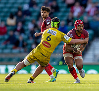 22nd May 2021; Twickenham, London, England; European Rugby Champions Cup Final, La Rochelle versus Toulouse; Cheslin Kolbe of Toulouse is tackeld by Gregory Alldritt of La Rochelle