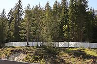 Anhöhe neben dem Trainingsplatz ist wieder gesperrt - Seefeld 30.05.2021: Trainingslager der Deutschen Nationalmannschaft zur EM-Vorbereitung