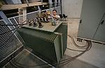 Foto: VidiPhoto..ARNHEM - In het Flex Power Grid Lab van Kema in Arnhem, sleutelen medewerkers van het bedrijf aan een nieuwe 10 kv transformator.