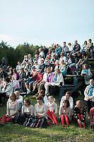 Estland, Zuschauer beim ersten Nargen Gesangs-Festival auf der Insel Naissaar in Estland <br /> <br /> Engl.: Europe, the Baltic, Estonia, Naissaar island, first Naissaar Song Celebration, song festival, culture, visitors, 28 June 2014<br /> <br />    Sieben herausragende Accapella-Choere aus Estland singen Lieder mit Bezug auf das Meer und geben auch schon einen kleinen Vorgeschmack auf das Repertoire des grossen Saengerfeste in Tallinn, 28.06.2014