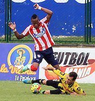 BUCARAMANGA -COLOMBIA-27-02-2014.  Daniel Santa (Der)  de Alianza Petrolera disputa el balon contra Luis Qui–onez del Atletico Junior  partido por la octava  fecha de la Liga Postob—n 2014-1 realizado en el estadio Alvaro Gomez Hurtado./   Daniel Santa of Alianza Petrolera dispute the balloon against Atletico Junior Luis Qui–onez game for the eighth round of the League held in 2014-1 Postob—n Alvaro Gomez Hurtado Stadium.  Photo:VizzorImage / Duncan Bustamante / Stringer